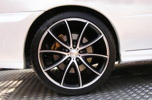 Car wheel with alloy rims